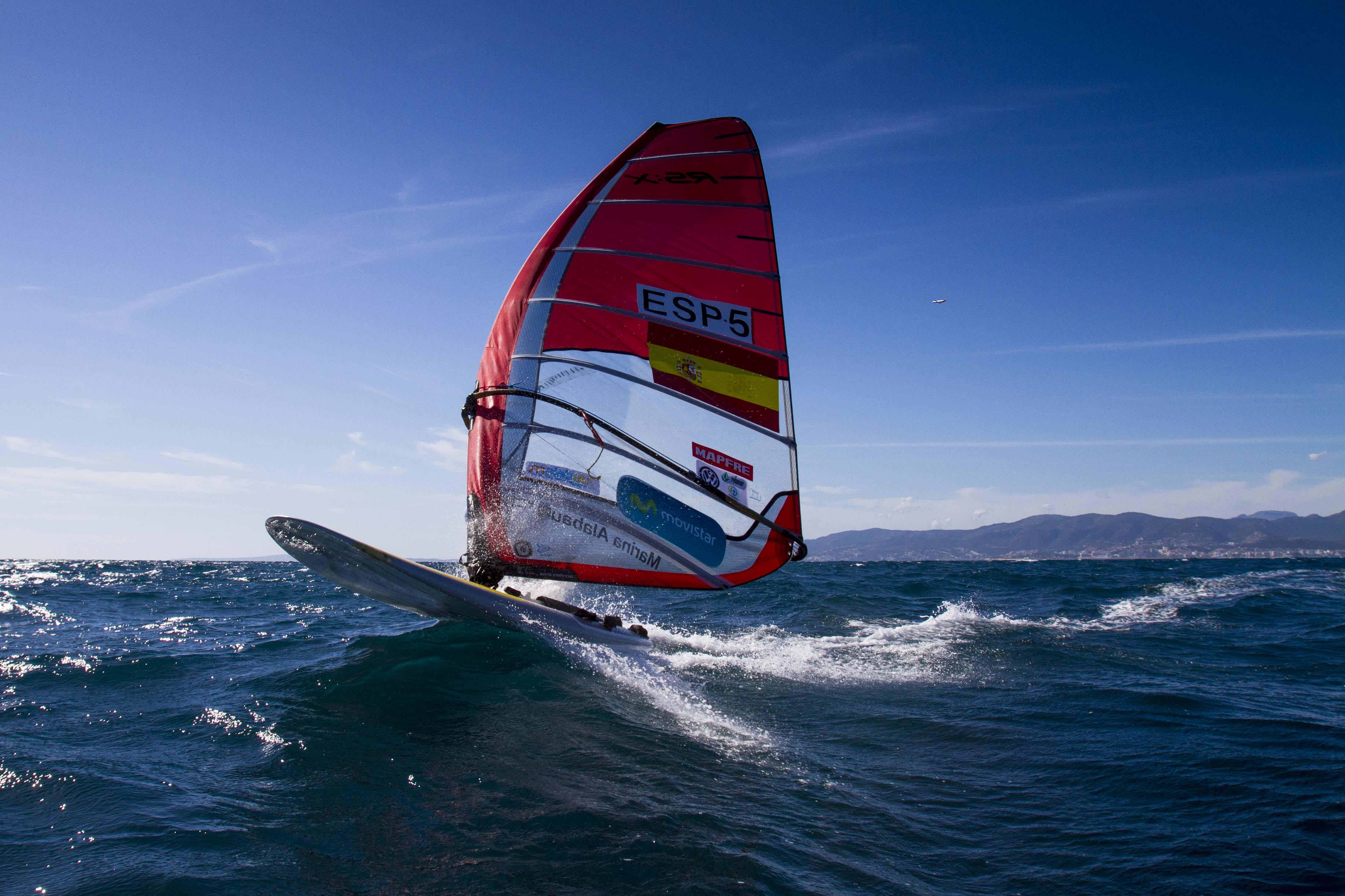 La windsurfista Movistar, Marina Alabau en su RS:X