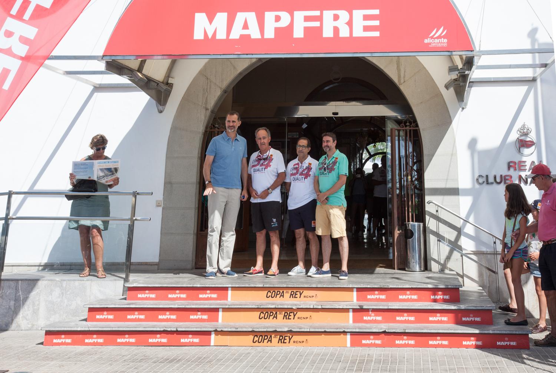 El Rey Felipe VI a su llegada al Real Club Náutico de Palma esta mañana. © Laura Guerra/34 Copa del Rey MAPFRE