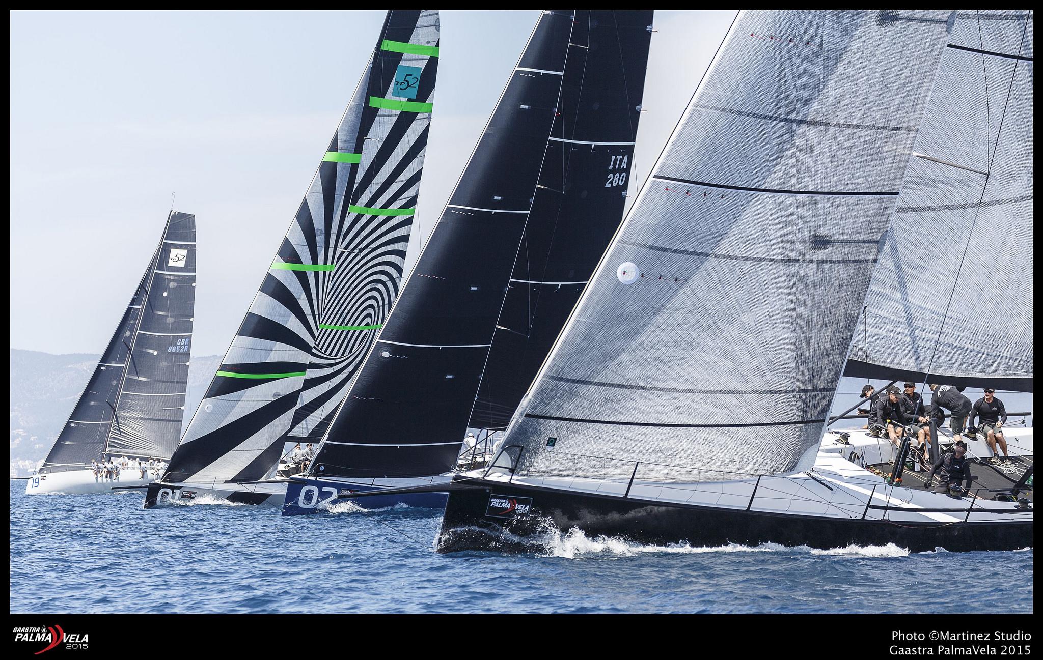 La flota de TP52 durante la salida de una de las dos pruebas disputadas hoy en Palma.
