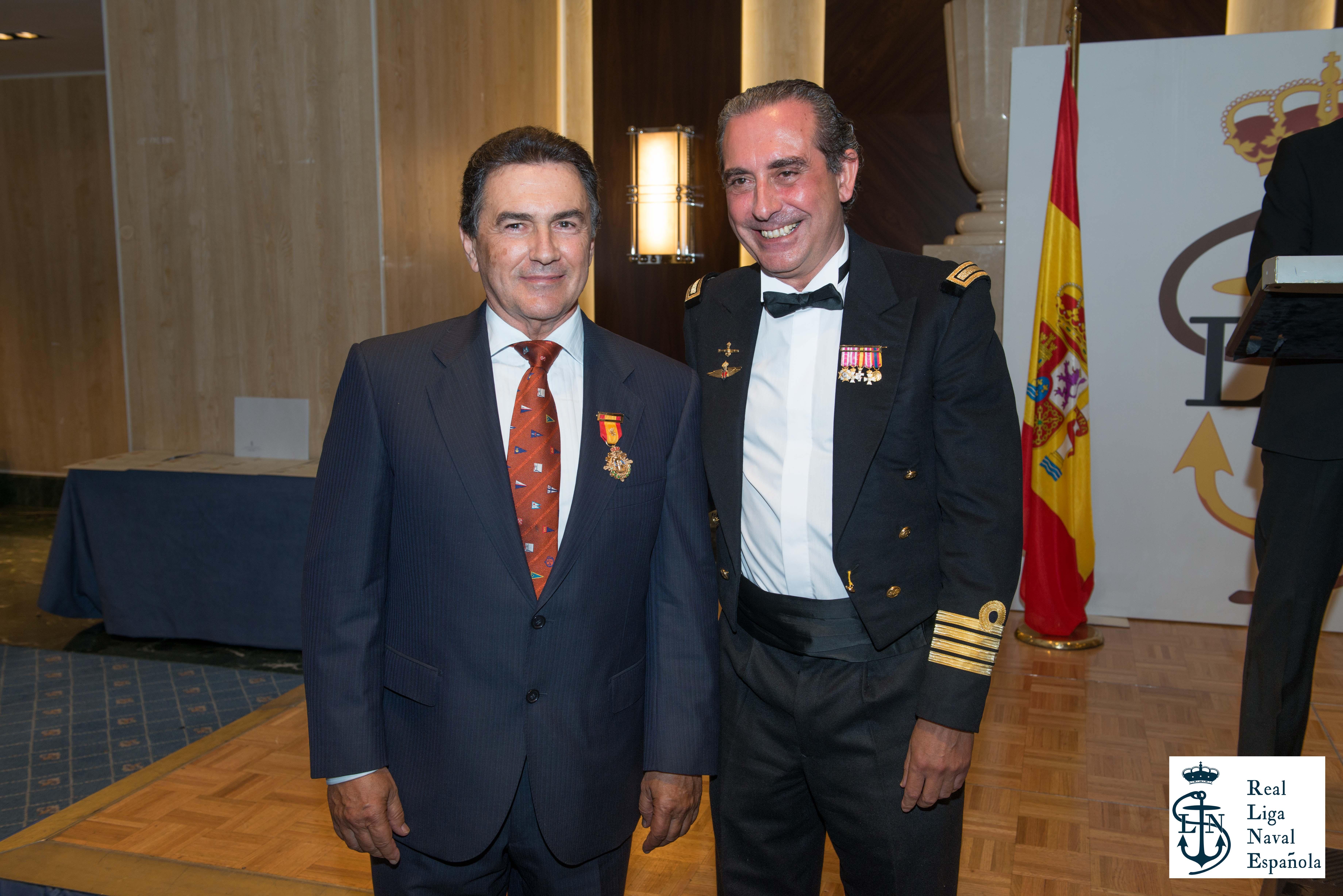 Pedro Campos, galardonado con la Medalla de Oro de la Real Liga Naval Española