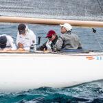 """El Rey Don Juan Carlos con el """"Bribon 500"""" contraataca en Sanxenxo y se lleva el Trofeo Almirante Rodríguez Toubes"""