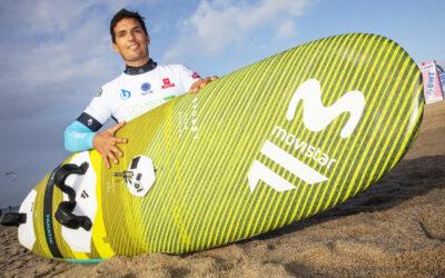 El tricampeón del mundo de windsurf de olas Víctor Fernández se une al equipo Movistar